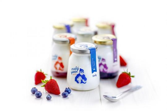 little farmer yoghurt packaging design 1